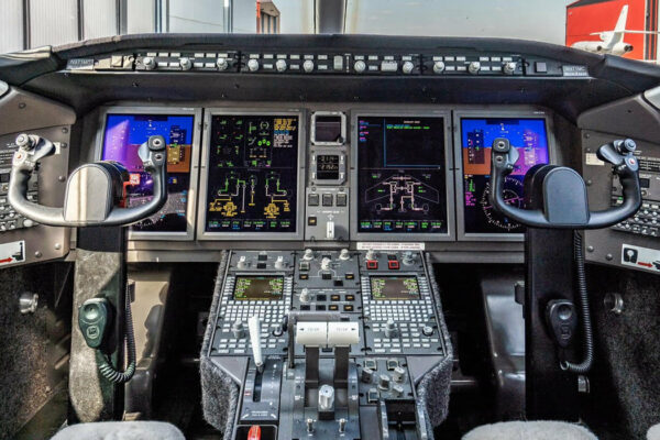 Challenger 300 Cockpit